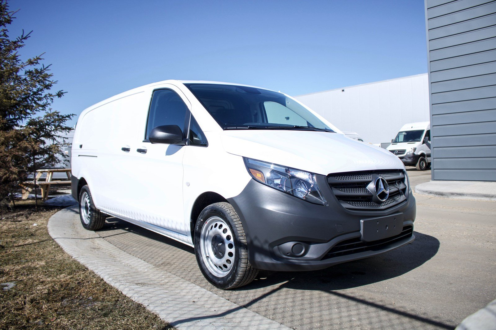 New 2019 MERCEDES-BENZ METRIS